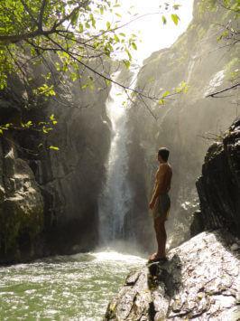 Alfred Zenz Jun. mit Wasserfall